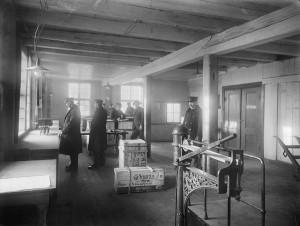 Interiør fra Tollboden ca. 1920. Foto: Atelier KK