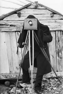 Fotograf bak kameraet. Fotograf Sophus Tromholt 1882/83 Foto: Sophus Tromholt