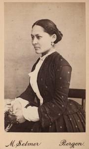 Skuespiller Helene Prom, født Wiese. Datter av Onton Wiese. Foto: Marcus Selmer. Billedsamlingen UBB.