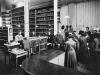 Bergen offentlige Bibliotek i Kjøttbasarens loftsetasje, 1895
