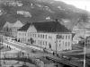 Bergen Offentlige Bibliotek med Strømbroen. Ca 1920 Foto: Atelier KK