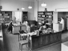 Bergen Museums Bibliotek 1952. Fra v: H. S. Bakken, I. Wold Hauge, Inger J. Müller, Gerhard Munthe, F. Skauge.