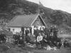 Vennegjeng utenfor Vikinghytten ca. 1910 Fotograf ukjent