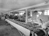 Sortering av karameller, Su-Ka Sukkervarefabrikk A/S, ca 1948. Foto. Atelier KK